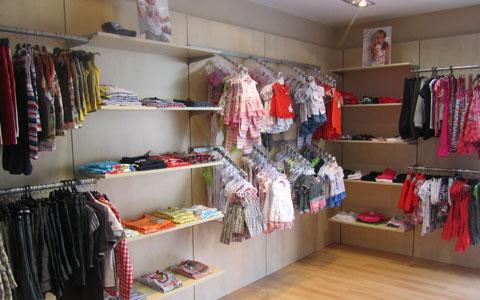 m&h es una marca de moda infantil española. Nuestras colecciones abarcan principalmente bebé y niño hasta los 3 años, en un estilo clásico, sencillo y con precios asequibles. Diseñamos, confeccionamos y empleamos siempre con tejidos españoles, de máxima calidad.